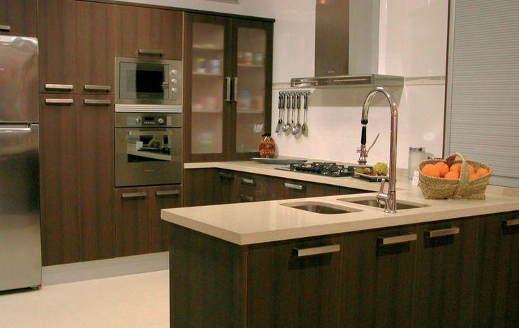 Cocinas con puertas polilaminadas dise o de cocinas for Diseno de puertas de madera