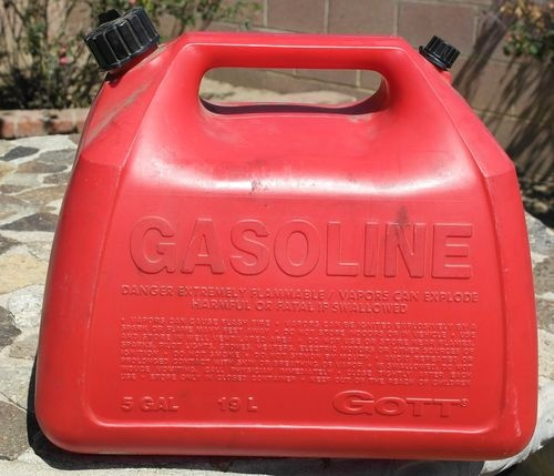 Vintage Gott Vented 5 Gallon Plastic Gas Can With Spout