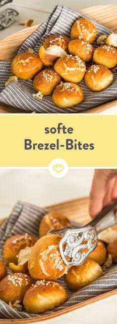 Fluffig, buttrig und mit einem Happs im Mund - die ofenwarmen Brezel Bites können sich mühelos neben Laugenstange und Co. sehen lassen.