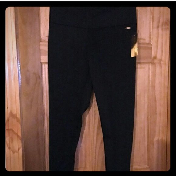 1 day sale! Nicki Minaj skinny stretch pants NWT Cute Nicki Minaj black stretch pants.  Dressing up or dressing down. Cute gold zipper in the back Niki manaj Pants