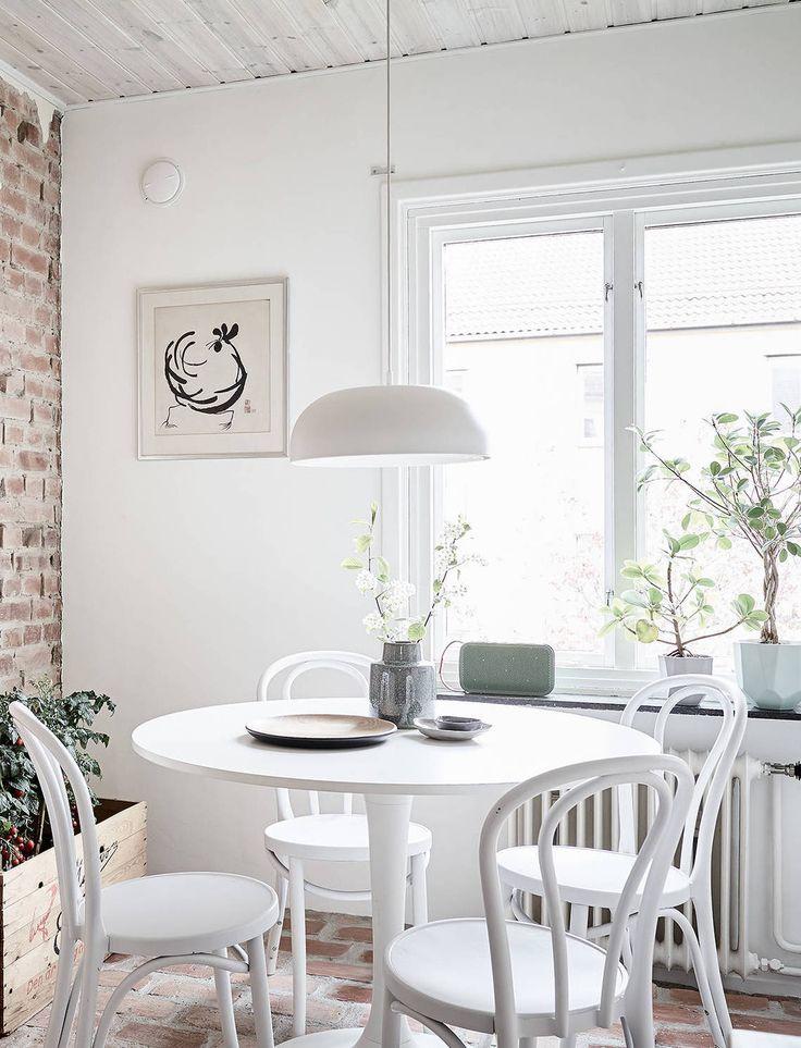 Light flooded dining table - via Coco Lapine Design blog