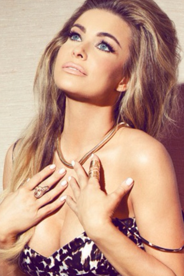 Carmen Electra wearing Kami Lerner Gold Full Finger Wrap Ring in the October 2012 issue of Glamoholic magazine.