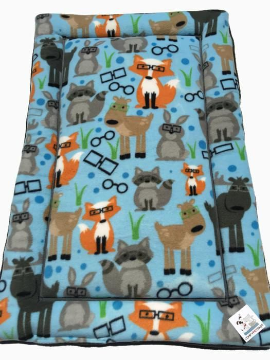 Fox Pet Bed, Dog Crate Pad, Cat Bedding, Woodland Critters, Medium Pet Bed, Kennel Liner, Fox Forest, Crate Cover, Cat Mat, Fox Fabric #FoxPetBed #FoxForest #KennelLiner #WoodlandCritters #MediumDogBed #FoxFabric #CatBedding #PuppyBedding #MediumPetBed #CatMat