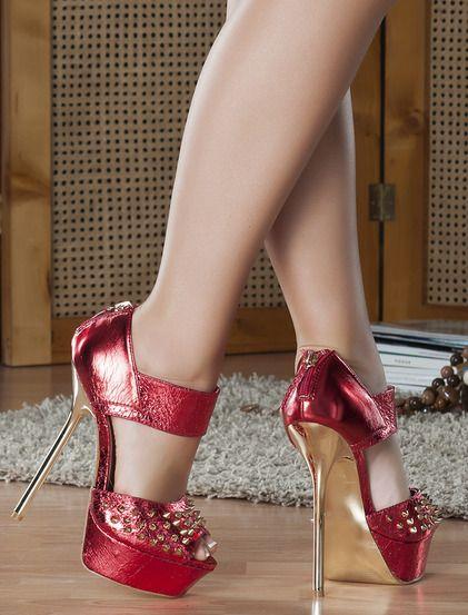 Παπούτσια Μιχαέλα - Κομψά ψηλοτάκουνα παπούτσια για ξεχωριστές περιστάσεις.Έχει λεπτό μεταλλικό τακούνι, είναι διακοσμημένο με καρφάκια στο μπροστινό μέρος και έχει γυαλιστερό φινίρισμα.Κουμπώνει με φερμουάρ στην φτέρνα. 31.99€ #koketa #shoes