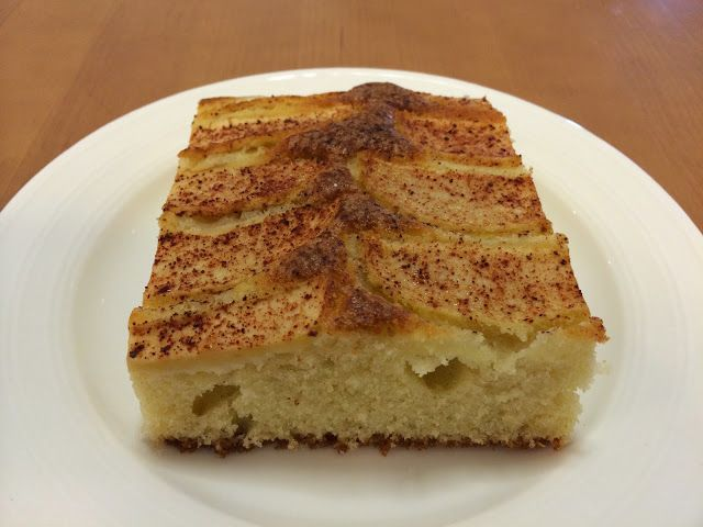 Tämän omenapiirakkaohjeen löysin ihanasta Makunautintoja Mimmin keittiöstä -blogista täältä . Mimmin blogi on erä...