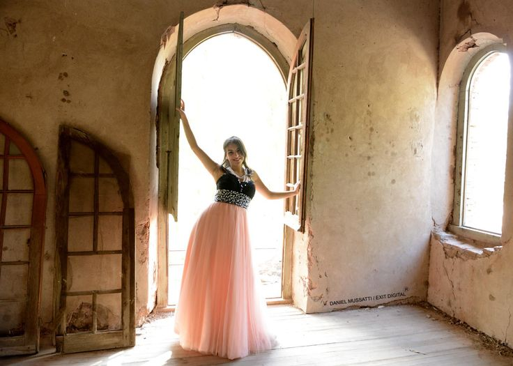 old abandoned house. Talero house. Fashion fotography. Pink dress. my sister.
