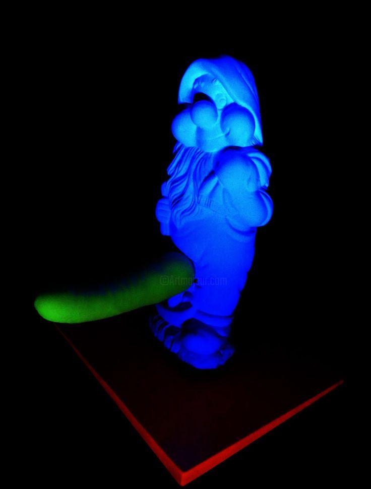 *Nain Heureux* 40cm Luminescent *Glow in the Dark* (Installation),  40 cm par Ivan De Nîmes *Nain Heureux*  40cm  Luminescent *Blow in the Dark*