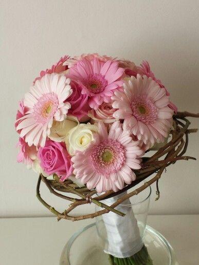 Bruidsboeket met rozen en gerbera