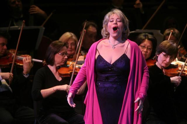 Learn the lyrics to Puccini's famous aria and watch videos of notable performances including Kathleen Battle, Maria Callas, and Montserrat Caballe.