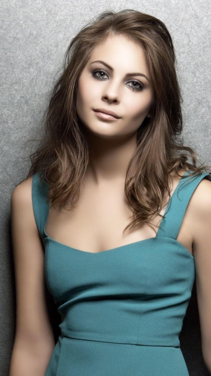 Willa Holland (Newport Beach - Kaitlin) - (Gossip Girl - Agnes) - (Arrow - Thea Queen)