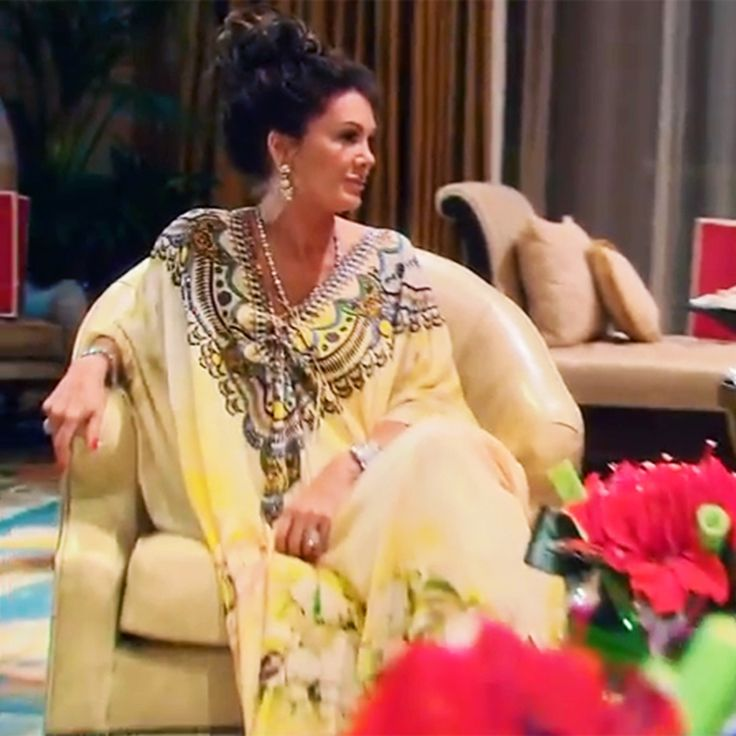 lisa-vanderpump-kaftan-from-shahida-parides-on-rh…s-in-the-sand