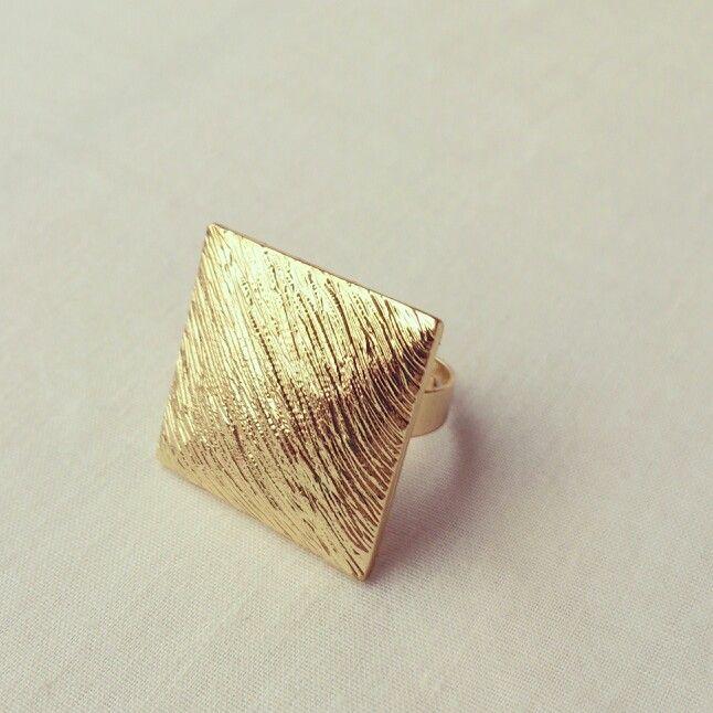 Golden square. Statement ring. @Lulamour Accesorios Accesorios