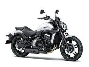 Kawasaki Vulcan S: expandindo sua linha de motos que utilizam como base o motor de 2 cilindros e 649 cc, a Kawasaki criou a custom Vulcan S,  modelo será a opção de entrada da marca para o segmento das estradeiras e nela o bicilíndrico rende 61 cavalos.