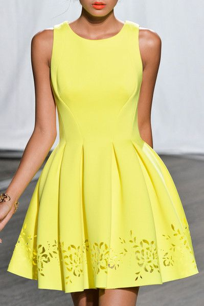 Vestido amarillo Christophe Guillarme at Paris Spring 2015 (Details)