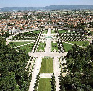 Schloss und Schlossgarten Schwetzingen aus der Luft