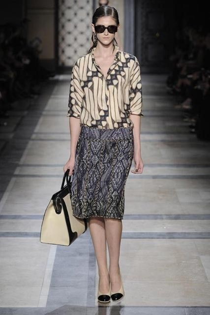 """Dries van Noten Paris Spring 2010 Pattern of the blouse is known by Javanese people as """"Parang"""" pattern. This pattern used to be worn by royal family."""