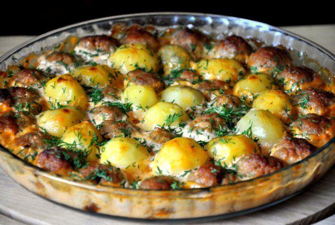 Retete Culinare - Chiftele cu cartofi la cuptor