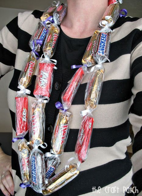Make a lei out of candy bars. Perfect gift for graduation! Also shows you how to add money to the lei!