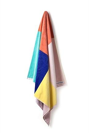 Country Road CARAVAN giveaways: summer beach towels.