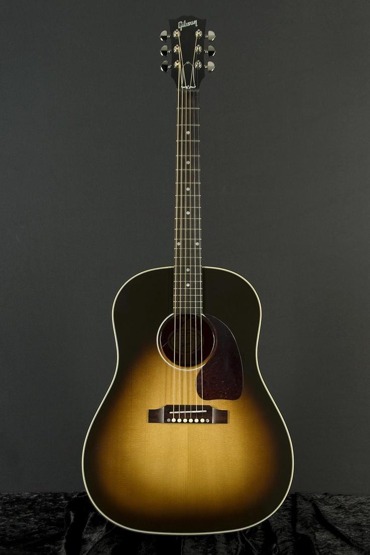 Gibson J-45 Standard - an ultimate classic!