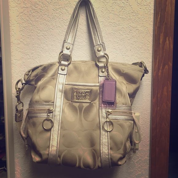 I just discovered this while shopping on Poshmark: COACH POPPY GOLD⚜. Check it out! Price: $50 Size: OS, listed by missrachelsch