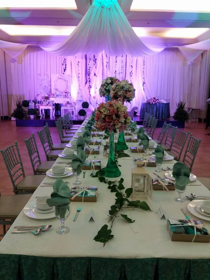 Looking For A Lovely Yet Affordable Wedding In Bacolod Hotel Wedding At Bacolodbusinessinn Htt Wedding Venues Indoor Green Themed Wedding Hotel Wedding