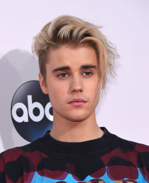Justin Bieber arrives at the American Music Awards on November 22, 2015 in Los Angeles. (Photo: DFree/Shutterstock.com)