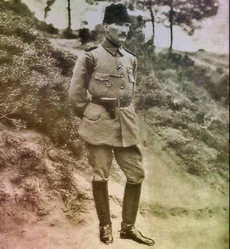 Yakışıklı adammış Atatürk. Ataturk: a handsome man. (Founder of modern Turkey)