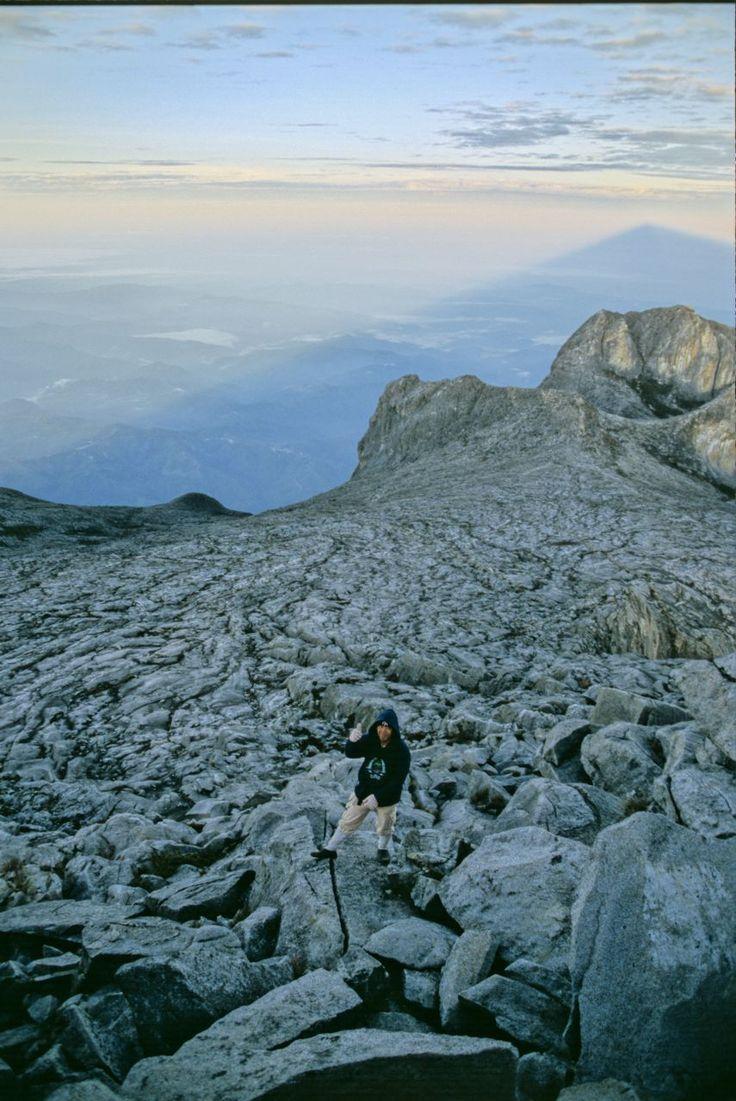 ガイドの随行が義務付けられています。ぜひ挑戦を!標高 4,095.2mのマレーシア最高峰のキナバル山です。