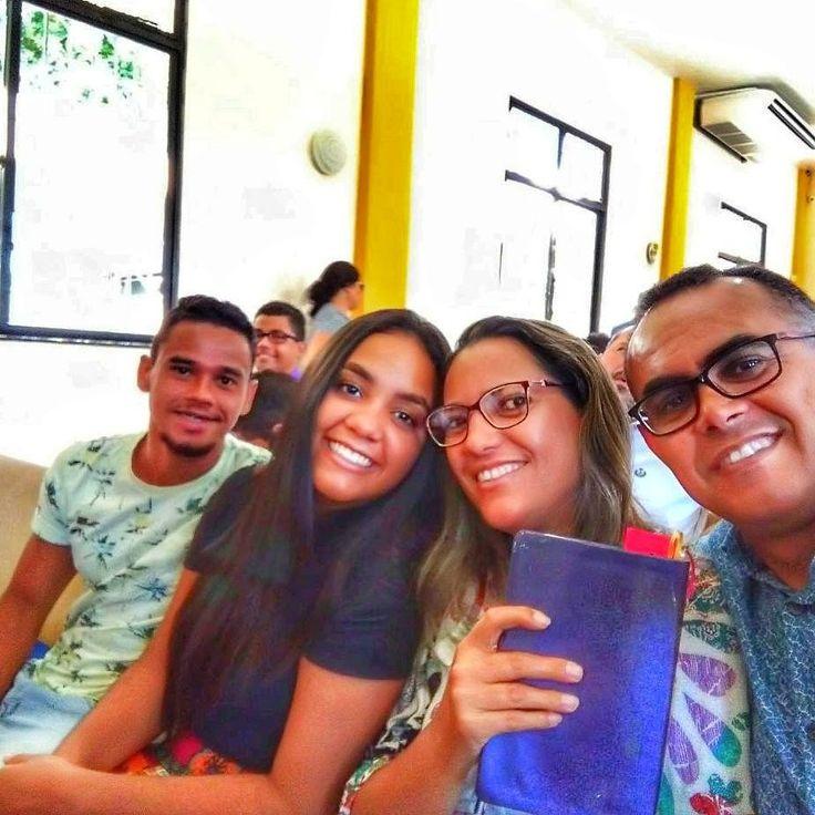 """Vamos apertar o """"stop"""" da correria do dia a dia e acionar o """"play"""" na diversão e descanso. Bom sábado! ⛪♥️👨👩👧👦  #iasd #adventista #autohash #Salvador #Brazil #Bahia #group #portrait #people #education #friendship #lifestyle #school #university #family #wear #fun #girl #eyewear"""