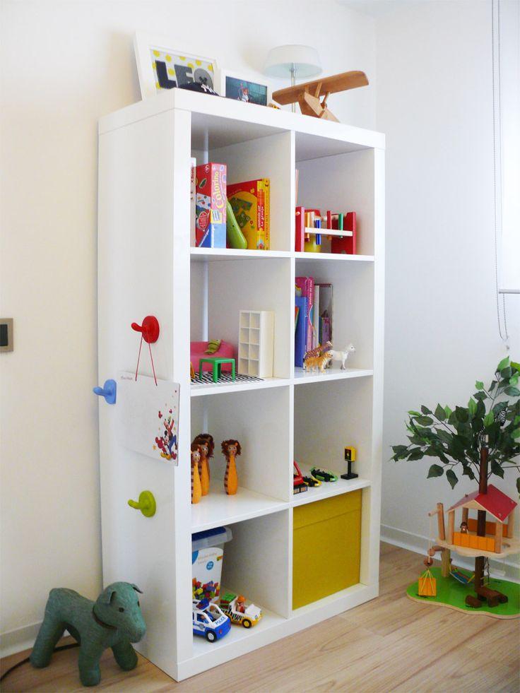 Dormitorios infantiles ideas para decorarlas estanteria - Estanteria para ninos ...