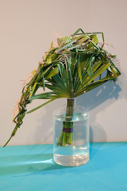 Freeform shaped bouquet. Very contemporary. Green Inspiration #Grass www.adomex.nl Green powers!