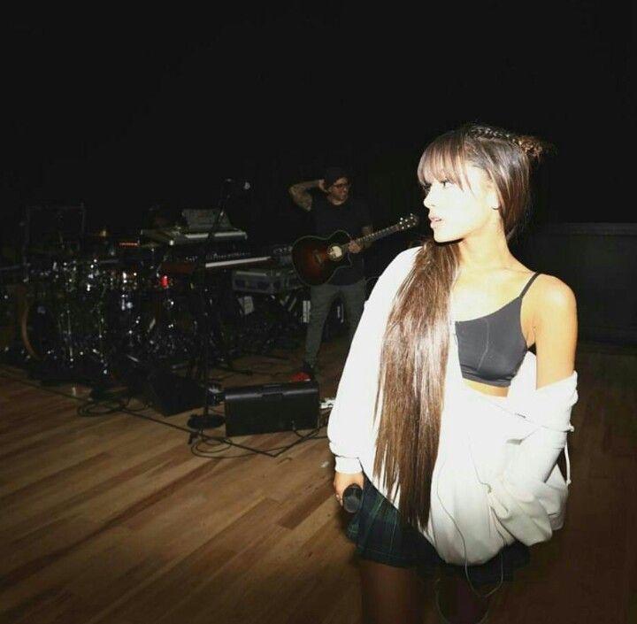 @arianagrande63 her hair oml