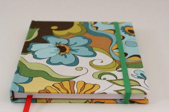 Kasnaia Cuaderno de Notas Encuadernado tapa dura tela decorativa. 132 Pág. Papel Blanco 90 gr. Cinta marcadora. Elástico de cierre