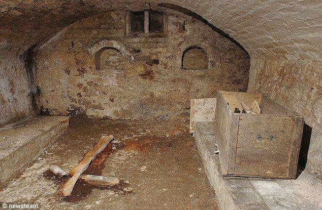 I love..hidden rooms and secret passageways..