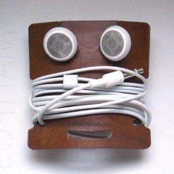 Bert hilft Dir bei Kabelsalat. Da er aus Resten von Gürtelleder hergestellt wird, sind die Farben zufällig. Passt für Kopfhörer, USB-Kabel, Steckernetzteile...