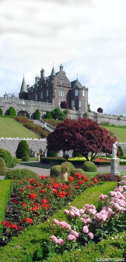 Jardines del castillo Drummond en Escocia.