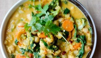 Currygryte med kikerter og spinat