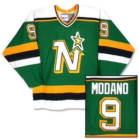 Old School NHL Jerseys - Gone But Not Forgotten - http://thehockeywriters.com/old-school-nhl-jerseys-gone-forgotten/