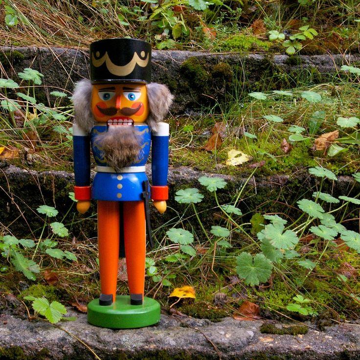 Щелкунчик винтаж осень