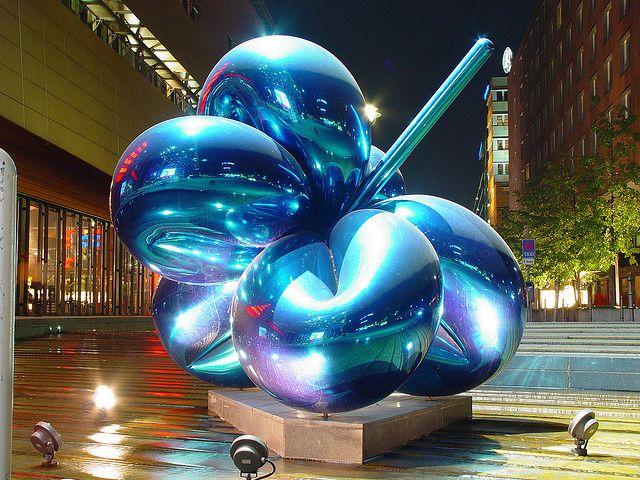 Balloon flower - Jeff Koons 1999 Potsdamer Platz Berlin
