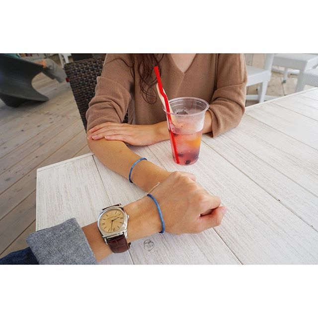 【kazu__33】さんのInstagramをピンしています。 《脇町で見つけた藍染めのアイテムが可愛くてお揃い😌🌿 お揃いアイテムが増えてくの幸せ🙊💕 . . . #gap #beams #remirelief #ronherman #emporioarmani #uniqlo #rayban #fashion #denim #kicks #watch #ootd #kotd #coordinate #couple  #今日の服 #コーデ #デニム #シャツ #時計 #tシャツ #チノ #パンツ #スニーカー #足元倶楽部 #デート #カップル #淡路島 #海》