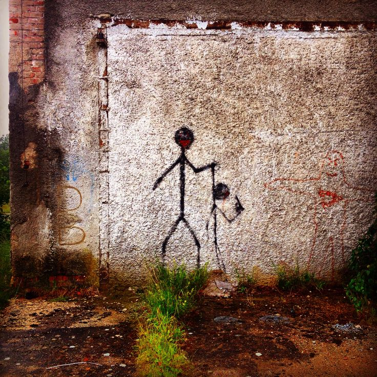 Borne Sulinowo. Graffiti na ruinach magazynu zaopatrzenia garnizonu.