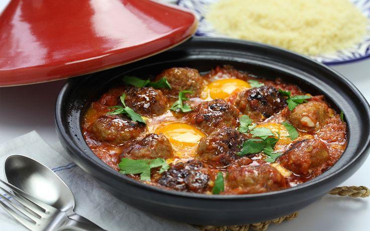 Ingrédients pour la viande hachée – 500gr de viande hachée – la moitié d'un oignon émincé finement – 1 gousse d'ail écrasée – Sel – 1 c. à c. de cumin – 1/2 c. à c. de poivre noir – 1/2 c. à c. de paprika – 1/4 de c. à c. de cannelle moulue …