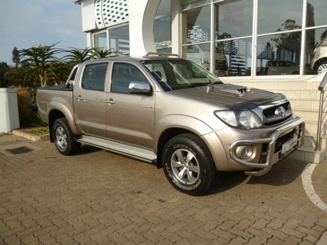 Fascinating in All Areas, 2010 #Toyota #Hilux (Facelift I) 3.0 D-4D Raider 4X4 Double Cab. This #Bakkie is Bronze in colour and comes with an Impressive 3.0 Diesel Engine. It has a Manual Transmission with a Mileage of 109 650Kms, Priced at R279 990.Your Favourite Extra's: ABS / Airbag - Driver & Passenger / Alarm / MP3 Player Radio/CD +More .Contact Keith Rabilal Now on 082 323 1303 / 031 737 1500 or Email keithr@smg.co.za. Like Us https://www.facebook.com/KeithRabilalForUsedCars