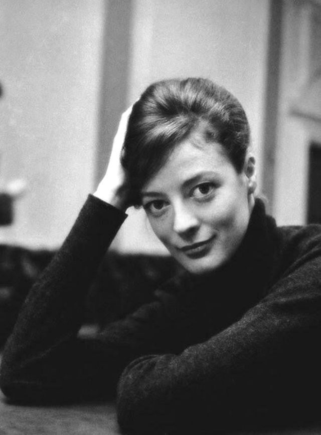 30 Gorgeous Black And White Photos Of A Young Maggie Smith Who Plays Professor Mcgonagall In The Harry Potter Fi Maggie Smith Maggie Smith Young Movie Stars