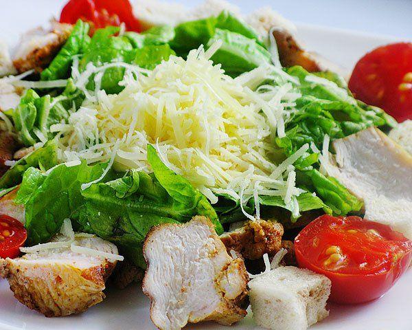 Итальянский салат с курицей и ананасом
