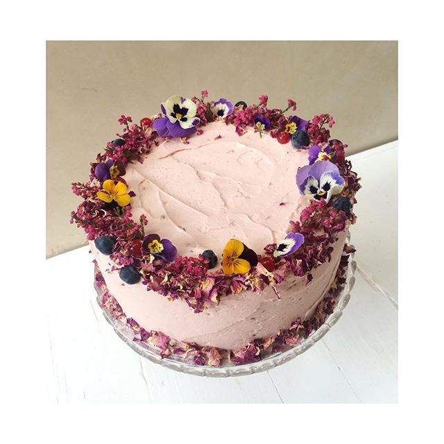 Pretty Pink Berry Flavoured Cake With Dried Rose Petals, Home Grown Violas  And Blueberries ☮. Dried Rose PetalsFlower PetalsEdible ...