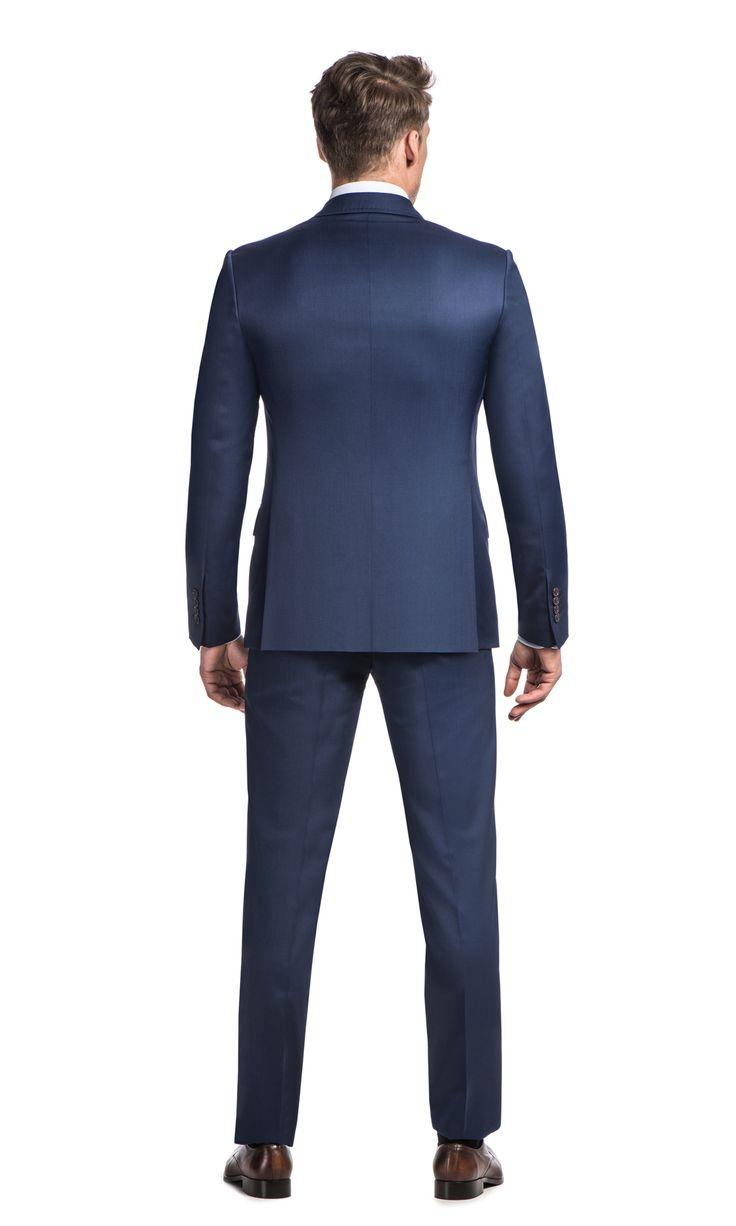 Dopasowany (slim fit) niebieski garnitur JOT + S z marynarką zapinaną na dwa guzikitoidealnapropozycja dla mężczyzn, którzy ubierają…
