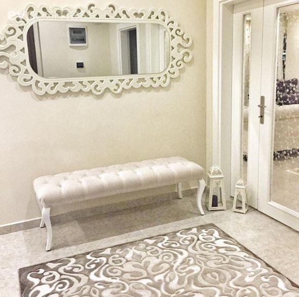26 yaşında, Alanya'da yaşayan bir genç anne Canan hanım.. Evini dekore ederken ise amacı, sade ve şık bir görünüm elde etmek olmuş..  Salonunda beyaz ve mor uyumu ile sofistike bir görünüm yakalayan...